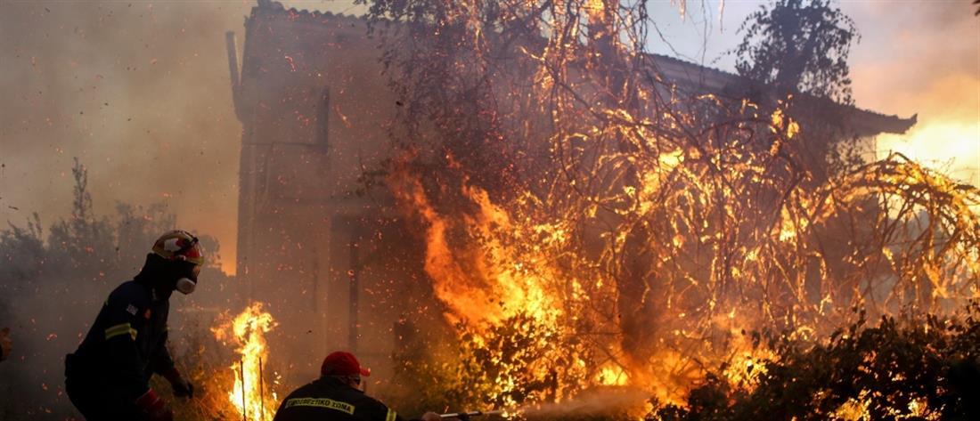Εύβοια: Εκκένωση χωριών και εικόνες αποκάλυψης από τη φωτιά