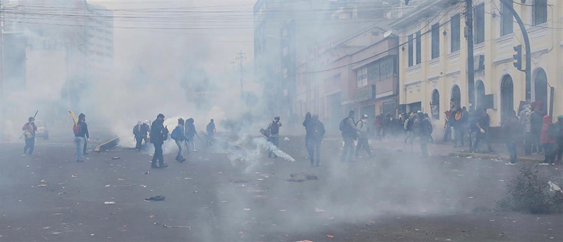Ισημερινός: Διαδηλώσεις και απόλυτο χάος (εικόνες)