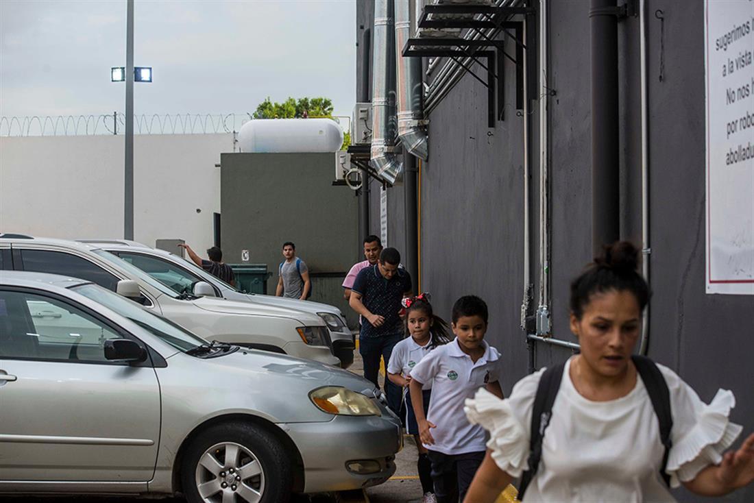 Ελ Τσάπο - γιος - απελευθέρωση