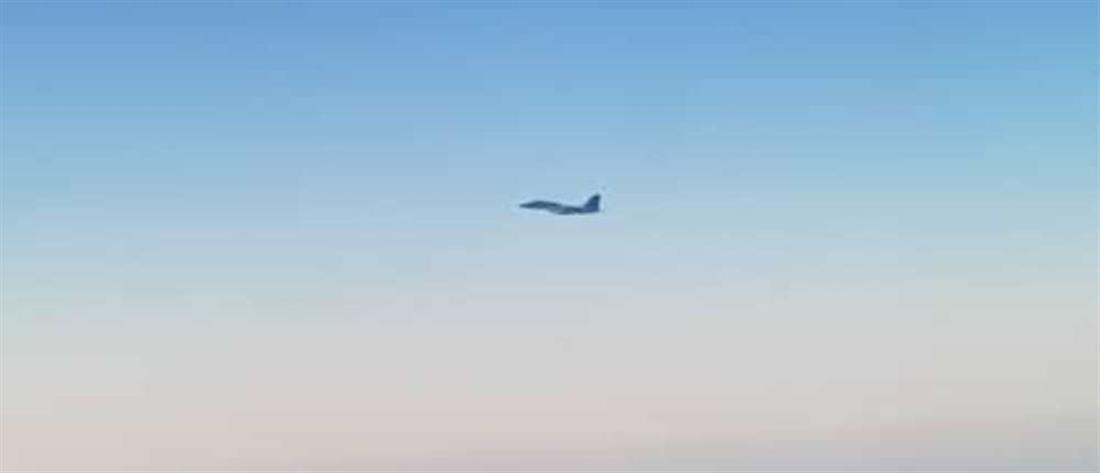 Μαχητικό αεροσκάφος παρενόχλησε επιβατική πτήση - Τραυματίστηκαν επιβάτες (βίντεο)