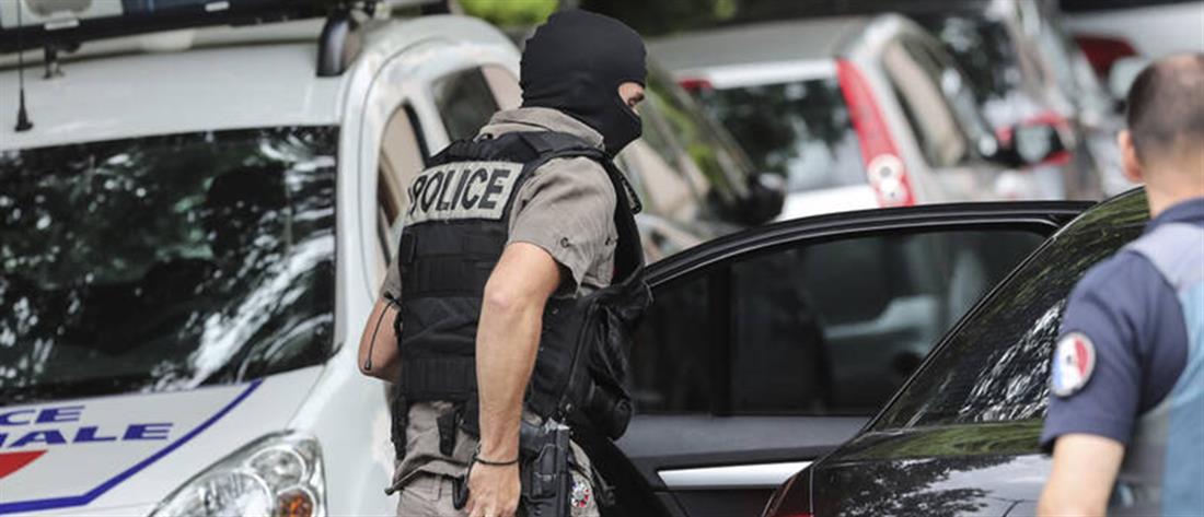 Συναγερμός στην Λυών: Ταμπουρώθηκε σε διαμέρισμα και άρχισε πυροβολεί (βίντεο)