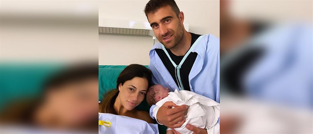 Πατέρας για τρίτη φορά ο Σωκράτης Παπασταθόπουλος (εικόνες)