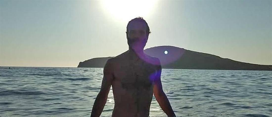 Θανάσης Ευθυμιάδης: Γυμνός για μπάνιο στο ποτάμι με φίλους του (εικόνες)
