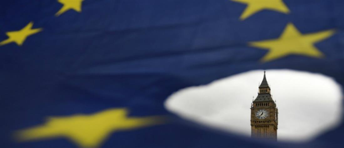 """Γιούνκερ: αληθινός ο κίνδυνος """"άτακτου"""" Brexit"""