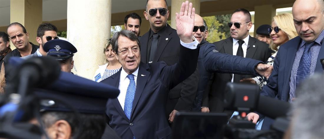 Κυπριακές εκλογές: νίκη του Αναστασιάδη δείχνουν τα exit poll
