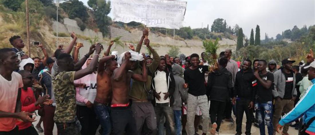 Διαμαρτυρία μεταναστών στη Σάμο (εικόνες)