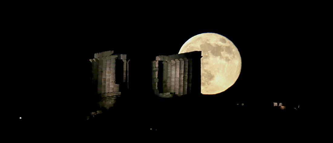 Εντυπωσιακές εικόνες: Μαγεία η πανσέληνος με φόντο τον Ναό του Ποσειδώνα