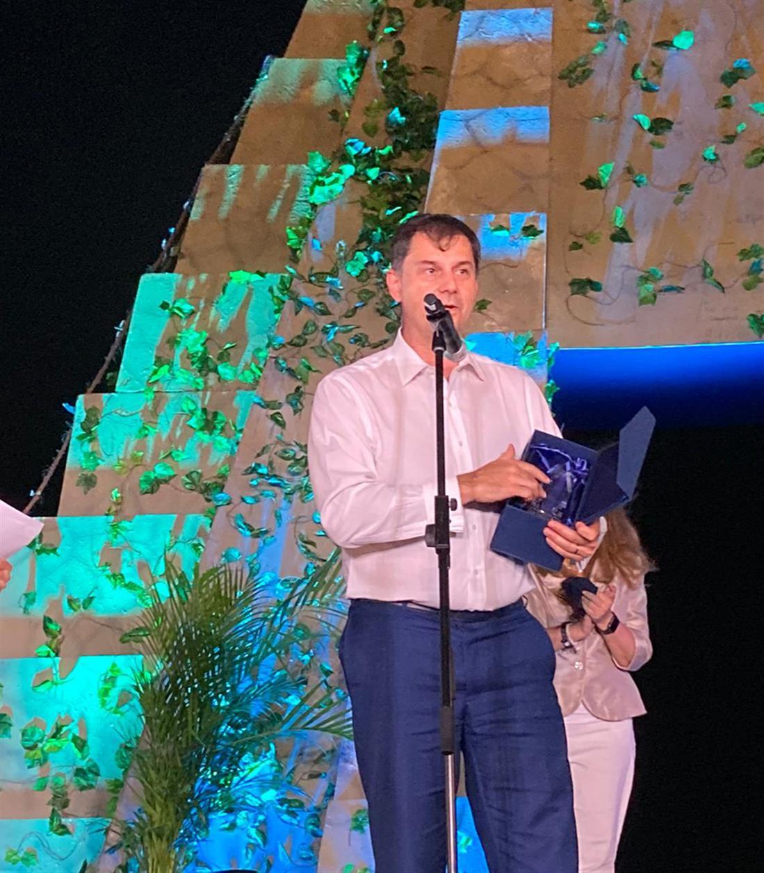 Βραβείο - Global Champion Award for COVID-19 Crisis Management - Χάρης Θεοχάρης - WTCC