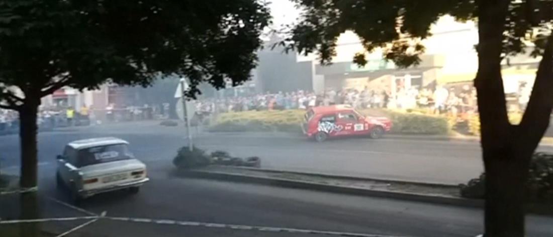 Αγωνιστικό αυτοκίνητο πέφτει πάνω στο πλήθος (βίντεο)