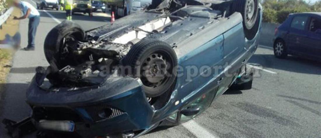 Ανατροπή οχήματος στην Εθνική Οδό (εικόνες)