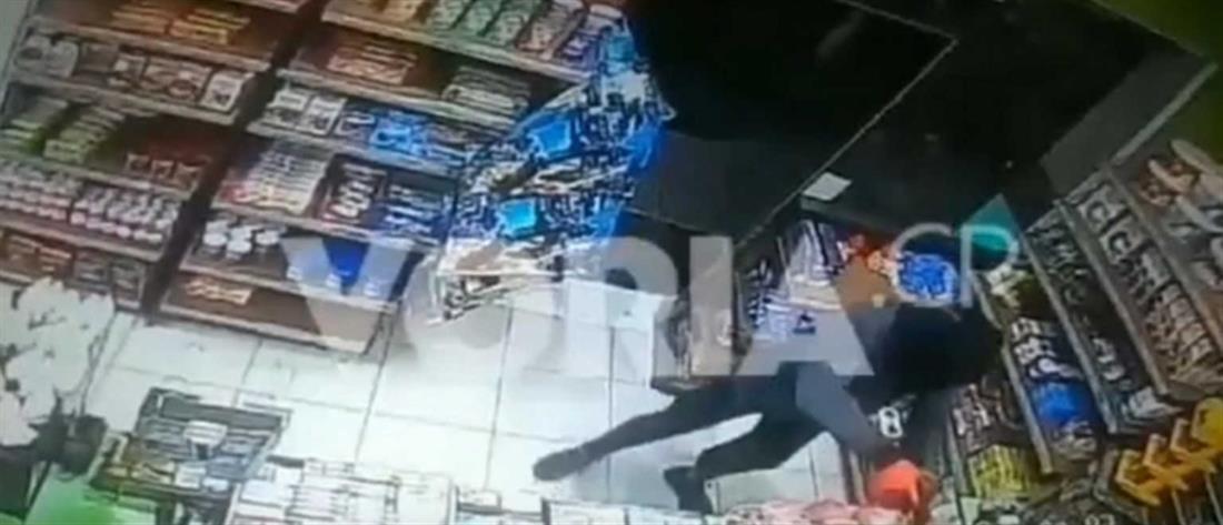 Βίντεο ντοκουμέντο από ένοπλη ληστεία σε μίνι μάρκετ