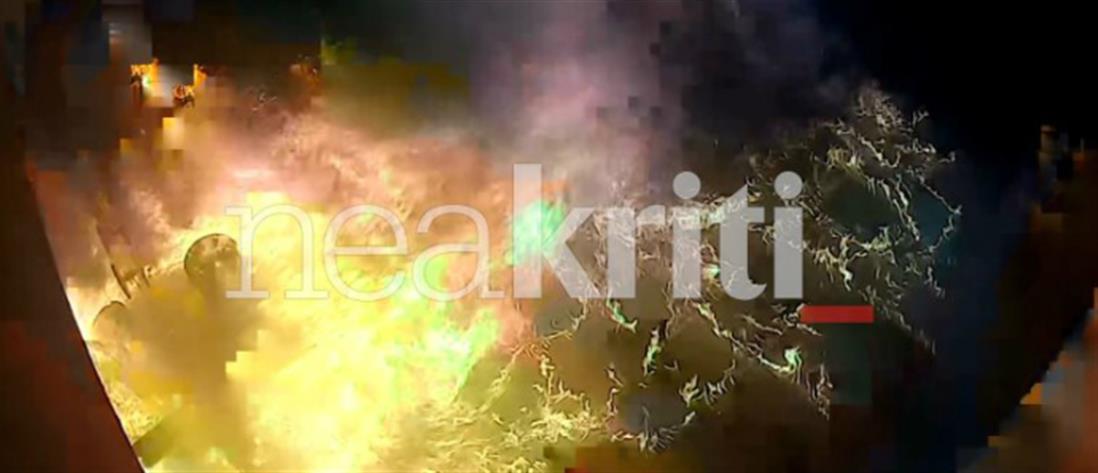 Καρέ-καρέ η εμπρηστική επίθεση σε κομμωτήριο (βίντεο)