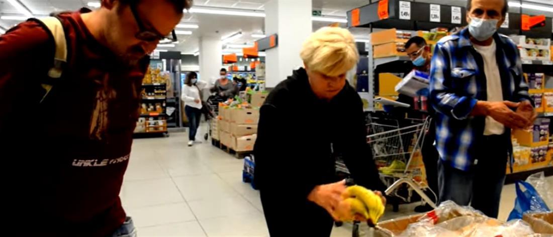 Ηθοποιοί έστειλαν 2 στο 13033 και πήγαν στο σούπερ μάρκετ για… πρόβες (εικόνες)