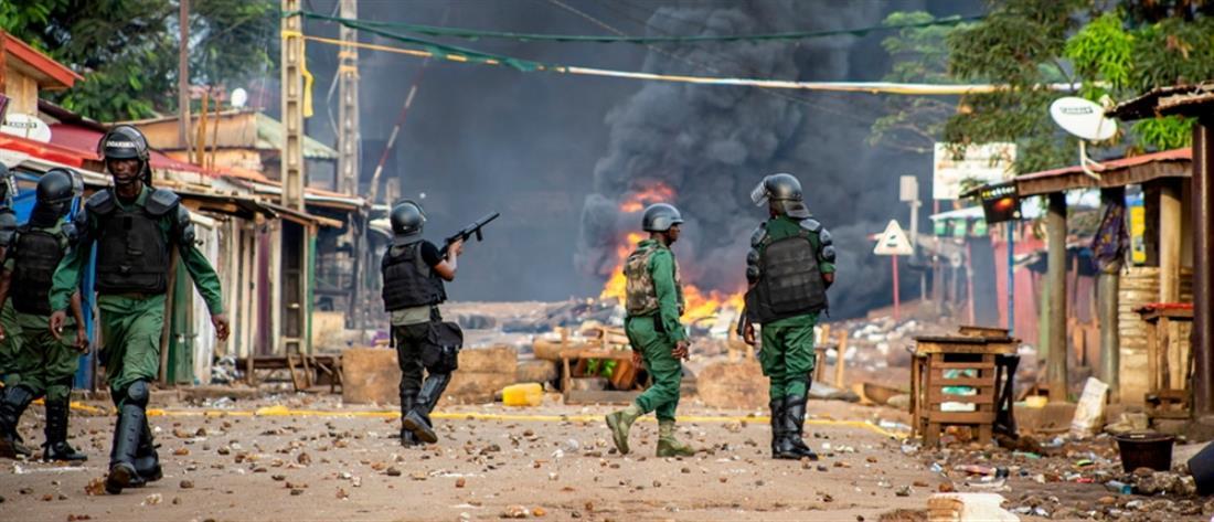 Γουινέα: Πραξικοπηματίες λένε πως συνέλαβαν τον πρόεδρο Κοντέ (βίντεο)