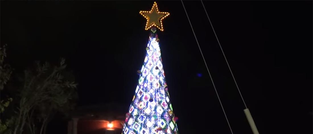 Το πιο πρωτότυπο χριστουγεννιάτικο δέντρο στολίστηκε στην Ζάκυνθο (βίντεο)