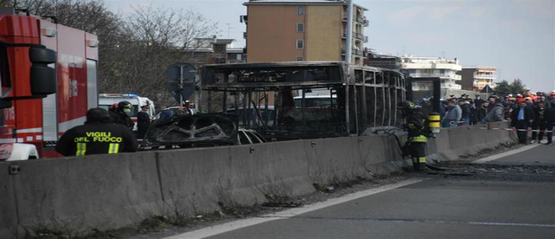 """""""Έλουσε"""" με βενζίνη και έβαλε φωτιά σε σχολικό με 51 μαθητές (βίντεο)"""