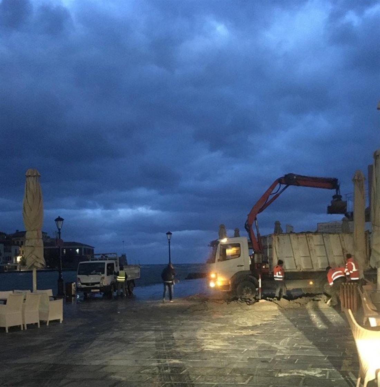 Ενετικό λιμάνι - Χανιά - Σκουπίδια