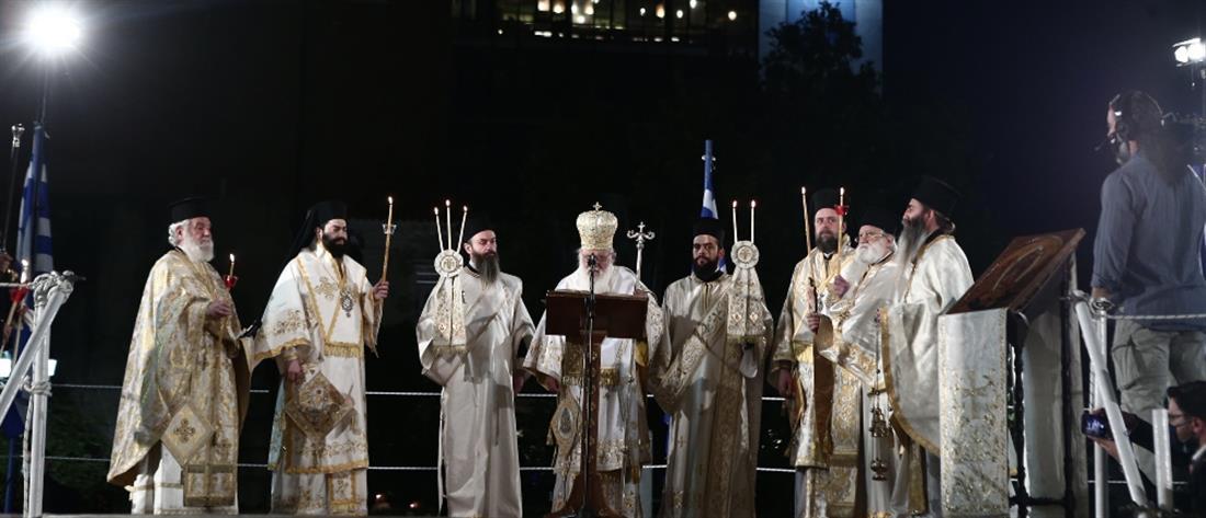 """Ανάσταση: """"Χριστός Ανέστη"""" ακούστηκε στις εκκλησίες της χώρας"""
