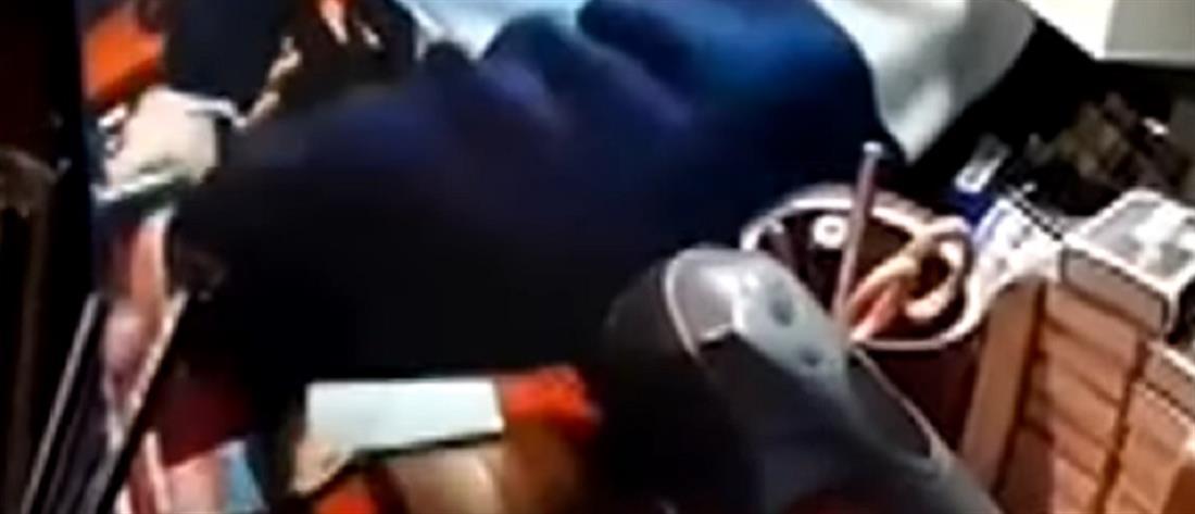 Ντοκουμέντο από ένοπλη ληστεία σε περίπτερο