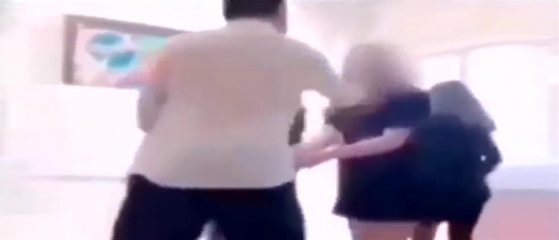 Καθηγητής χτυπάει μαθήτρια εν ώρα μαθήματος (βίντεο)