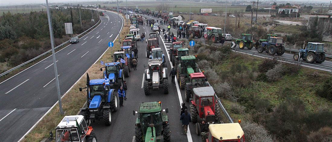 """""""Κόβουν"""" στα δύο την Ελλάδα οι αγρότες (φωτο+βίντεο)"""