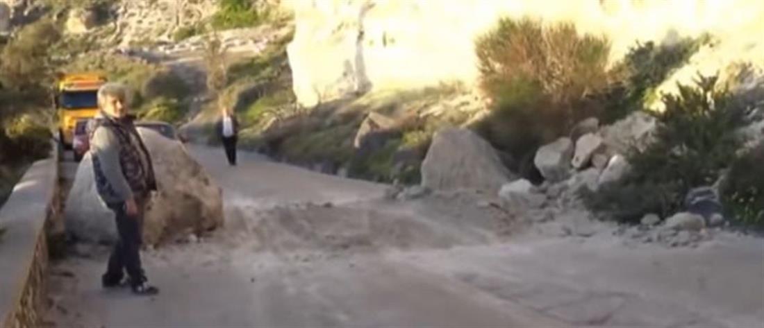Κατολίσθηση βράχων σε δρόμο στην Σαντορίνη (βίντεο)