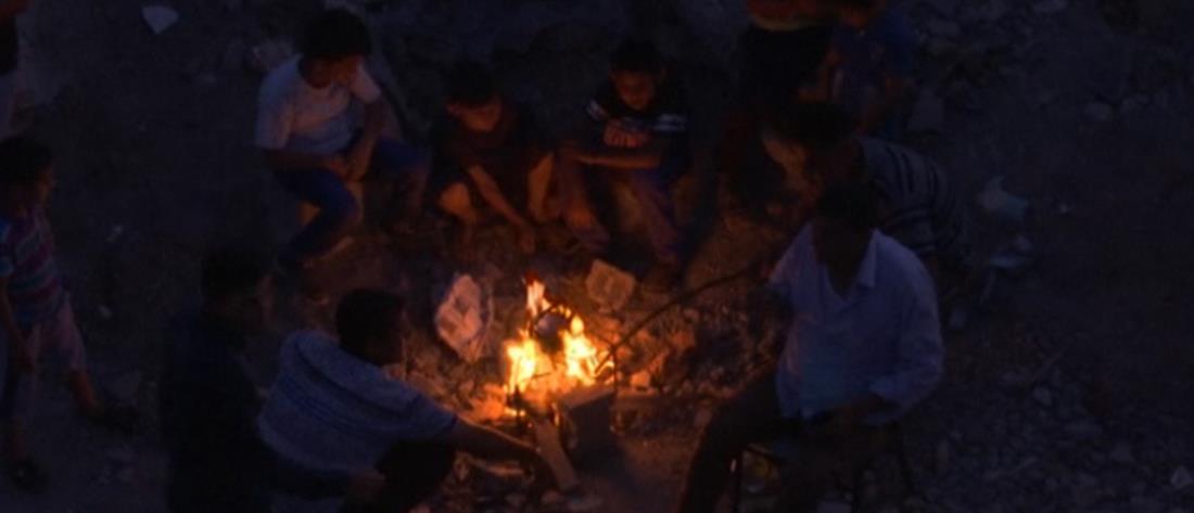 Γάζα: οικογένεια Παλαιστινίων ζει στα συντρίμμια του σπιτιού της (βίντεο)