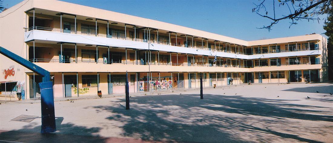 Έφοδος σε Γυμνάσιο με προσαγωγές μαθητών