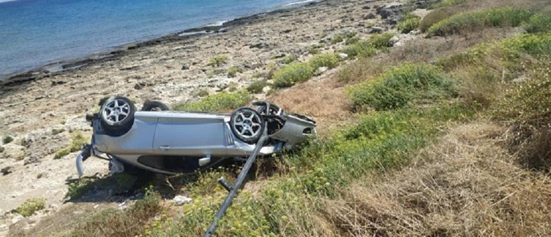Τροχαίο σοκ: ανατροπή οχήματος σε γκρεμό (εικόνες)