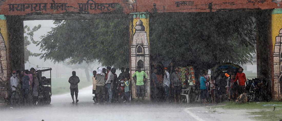Μουσώνες στην Ινδία: Νεκροί, κατολισθήσεις και καταστροφές (εικόνες)
