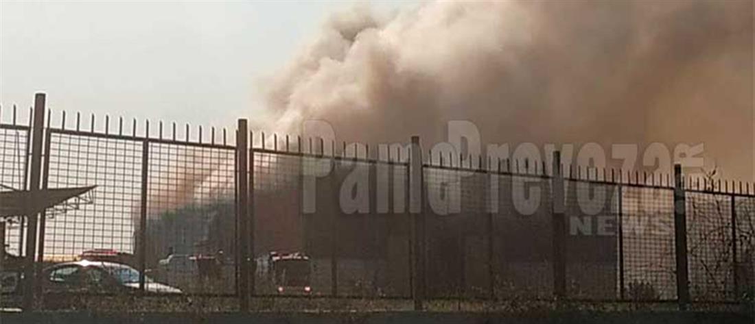 Πρέβεζα: φωτιά σε αποθήκη με υλικά για ανακύκλωση (εικόνες)