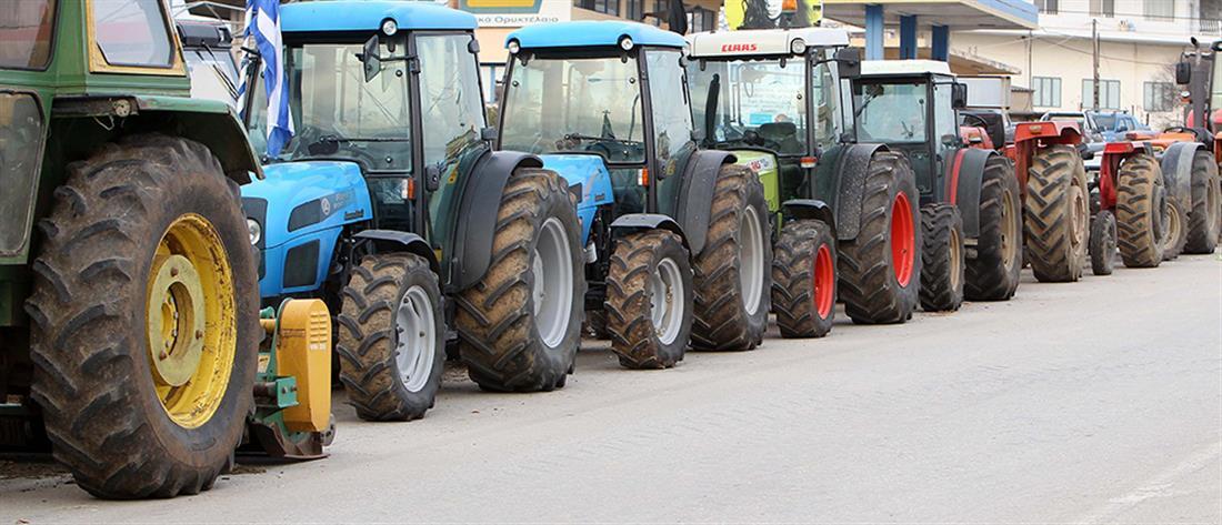 Αμετακίνητοι στα μπλόκα οι αγρότες