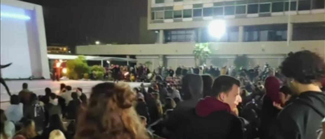 """""""Κορονοπάρτι"""" στις πλατείες: """"Τρομάζει"""" ο συνωστισμός"""