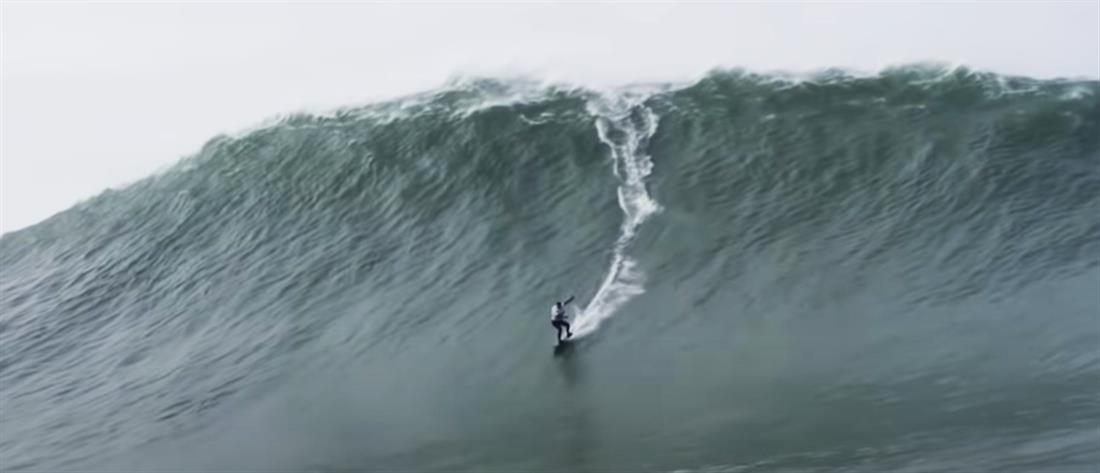 """Σέρφερ """"δάμασε"""" κύμα 22,4 μέτρων και έσπασε ρεκόρ  (βίντεο)"""