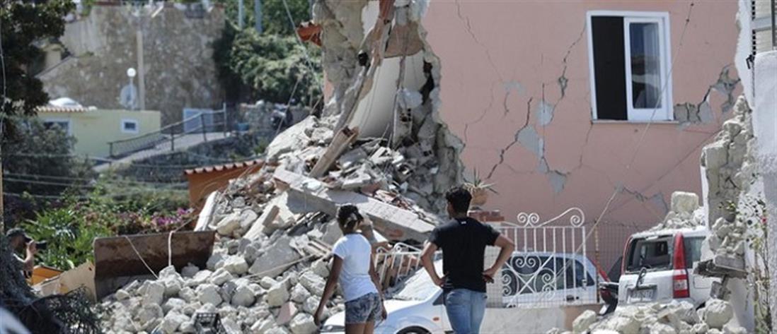 """Εισαγγελική έρευνα για τα """"σπίτια-τραπουλόχαρτα"""" στην Ίσκια (βίντεο)"""