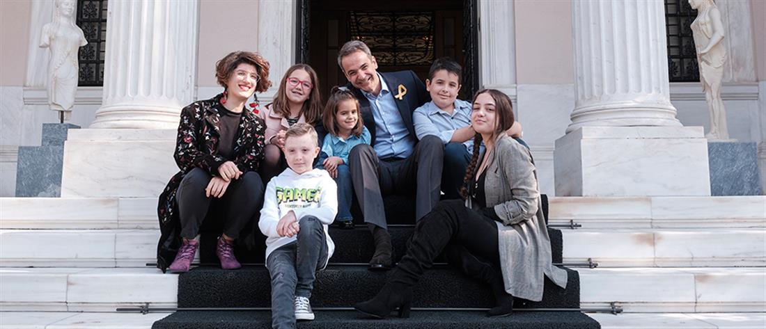 """Μικρούς """"survivors"""" του παιδικού καρκίνου συνάντησε ο Μητσοτάκης"""