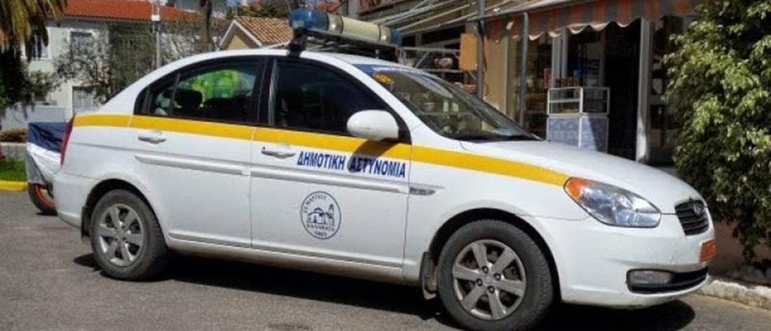 Δάγκωσε δημοτικούς αστυνομικούς για... μία κλήση (εικόνες)