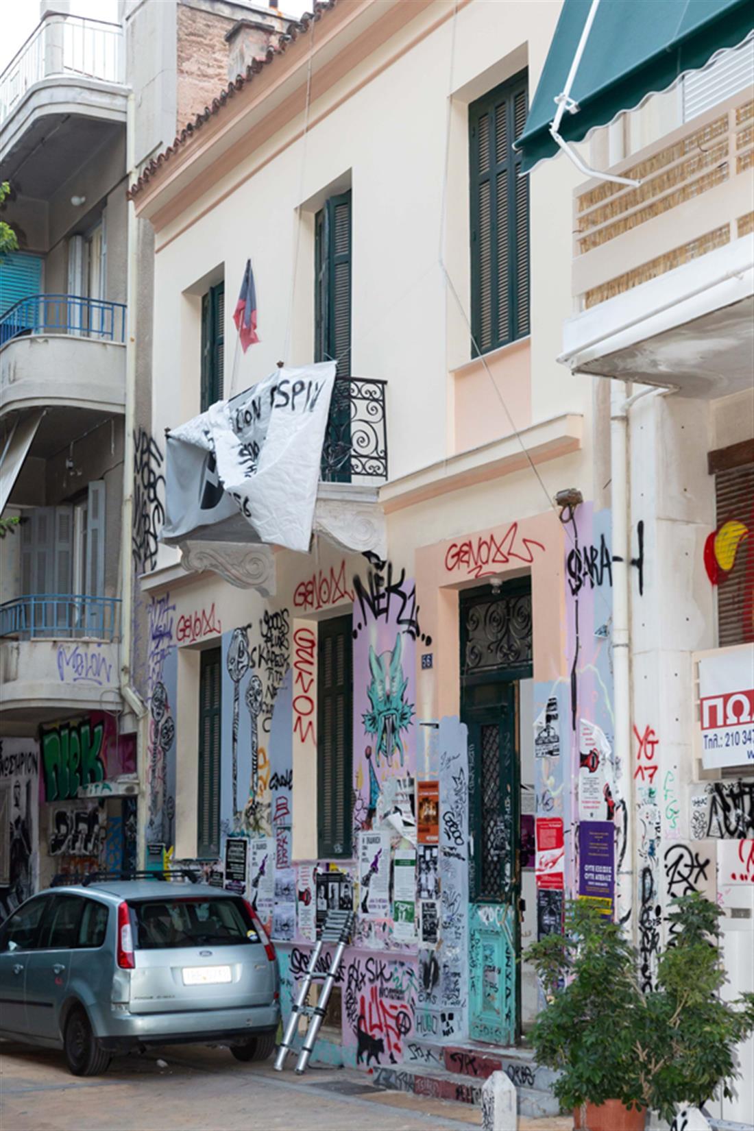 αστυνομική επιχείρηση -  κτήρια - οδός Δερβενίων - Εξάρχεια