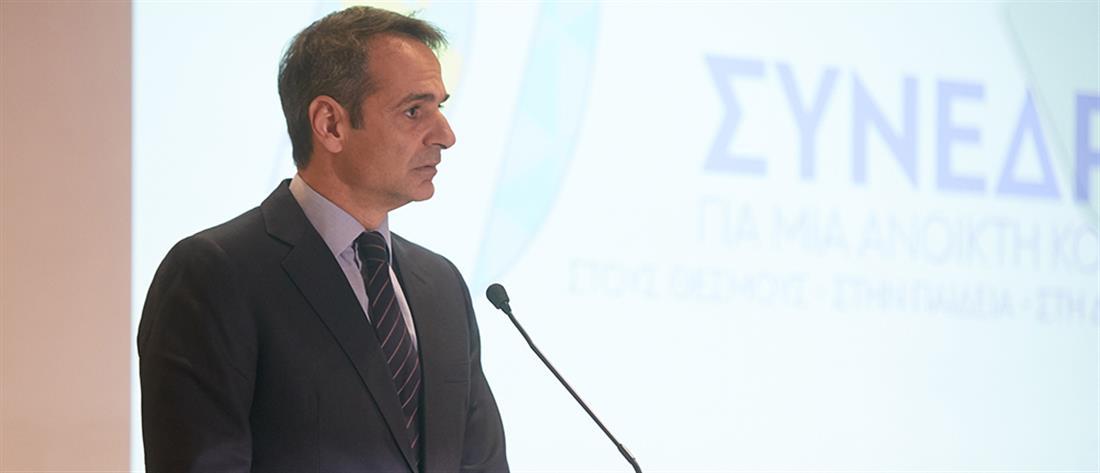 """Παρασκηνιακά παζάρια με """"γυρολόγους"""" βουλευτές καταγγέλλει ο Μητσοτάκης"""