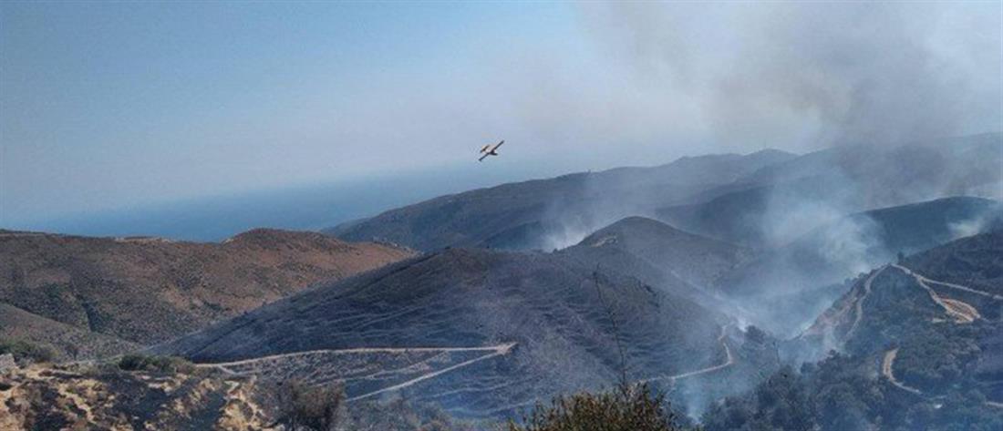 Χανιά: Μαίνεται για τρίτη μέρα η φωτιά στο Σέλινο