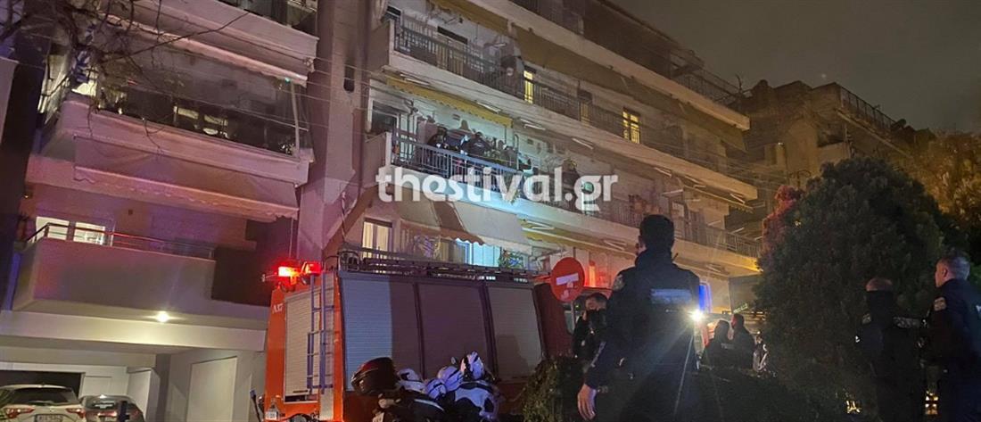 Φωτιά σε διαμέρισμα - Αστυνομικοί έσωσαν ηλικιωμένη (βίντεο)