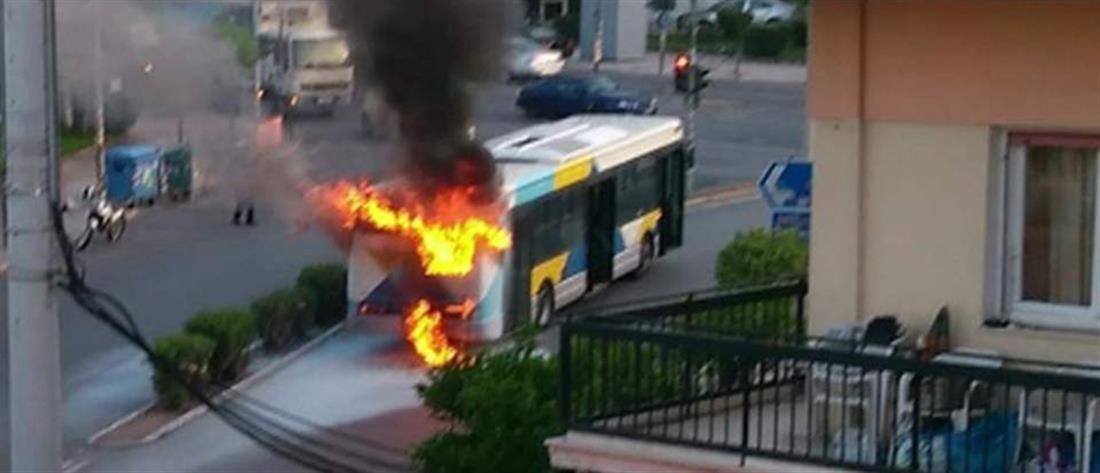 Φωτιά σε λεωφορείο του ΟΑΣΑ (φωτο)