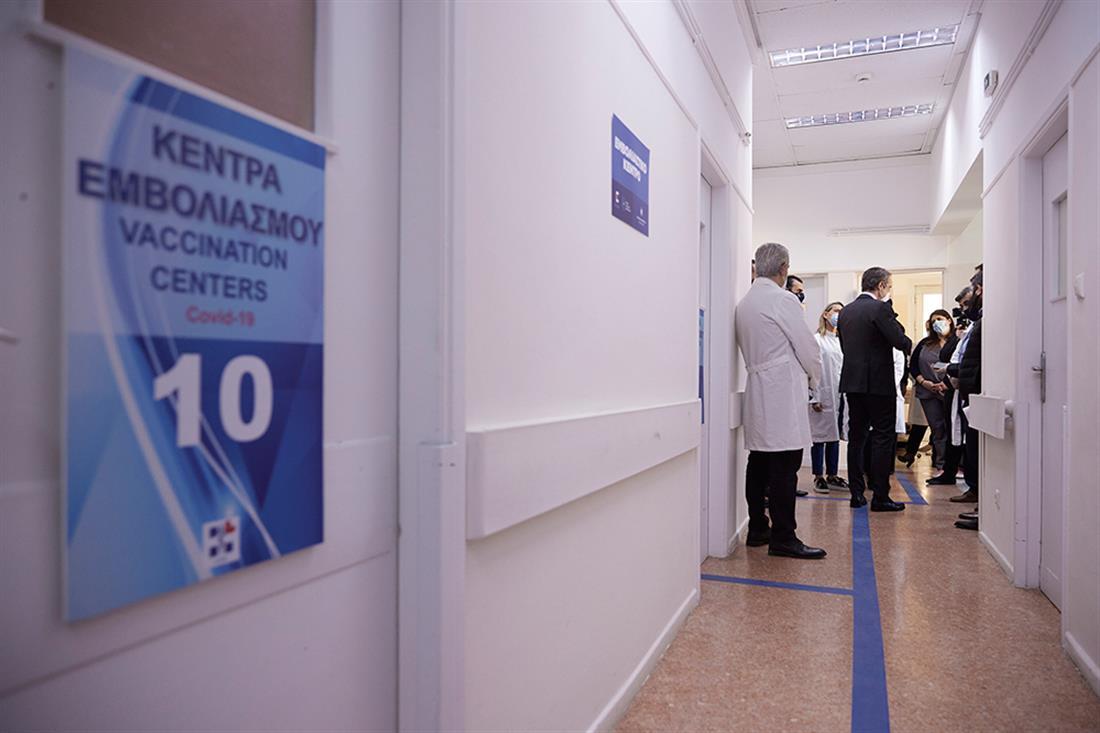 Κυριάκος Μητσοτάκης - εμβολιαστικό κέντρο Πατησίων