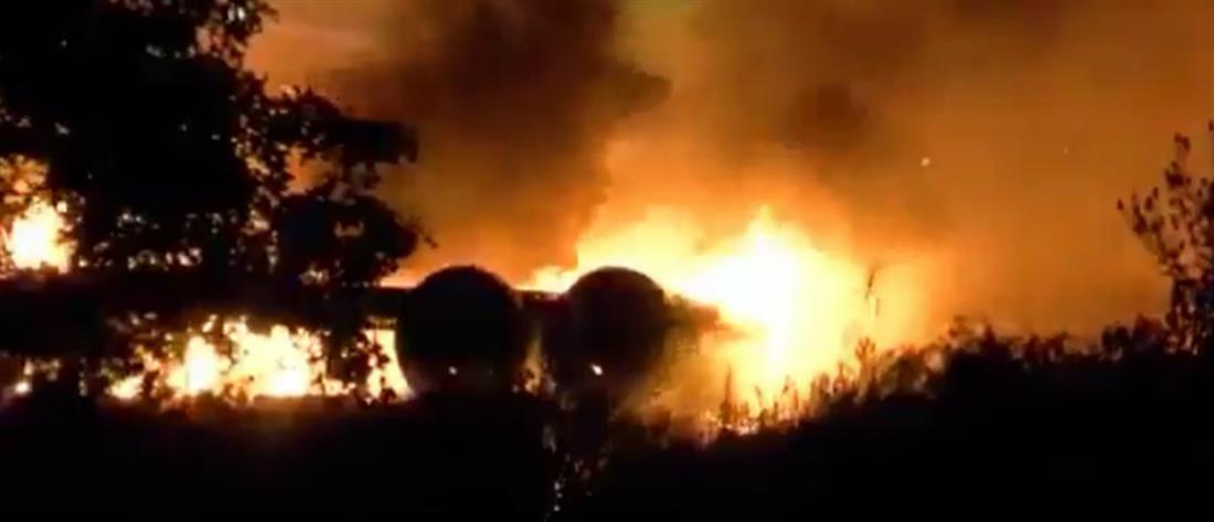 Πύρινη κόλαση: Αεροσκάφος συνετρίβη σε πάρκινγκ (βίντεο)