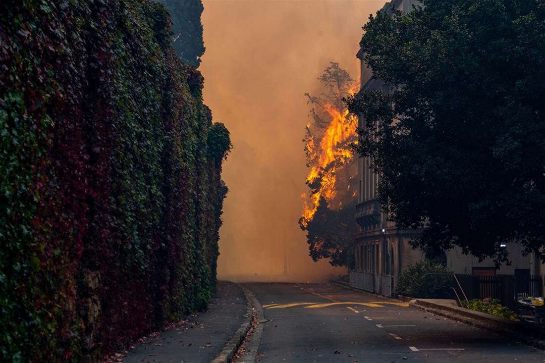 φωτιά - κτίριο - Πανεπιστήμιο - Κέιπ Τάουν