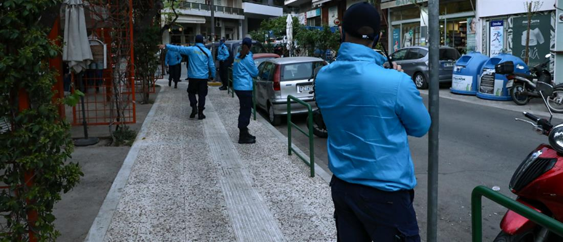 """Πλατεία Βαρνάβα: αστυνομικό """"μπλόκο"""" στα κορονοπάρτι (εικόνες)"""