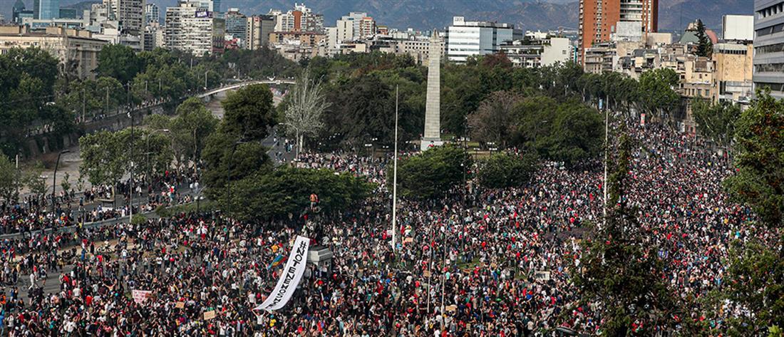 """Χιλή: Νέο πακέτο μέτρων για να """"ηρεμήσουν τα πνεύματα"""" (εικόνες)"""