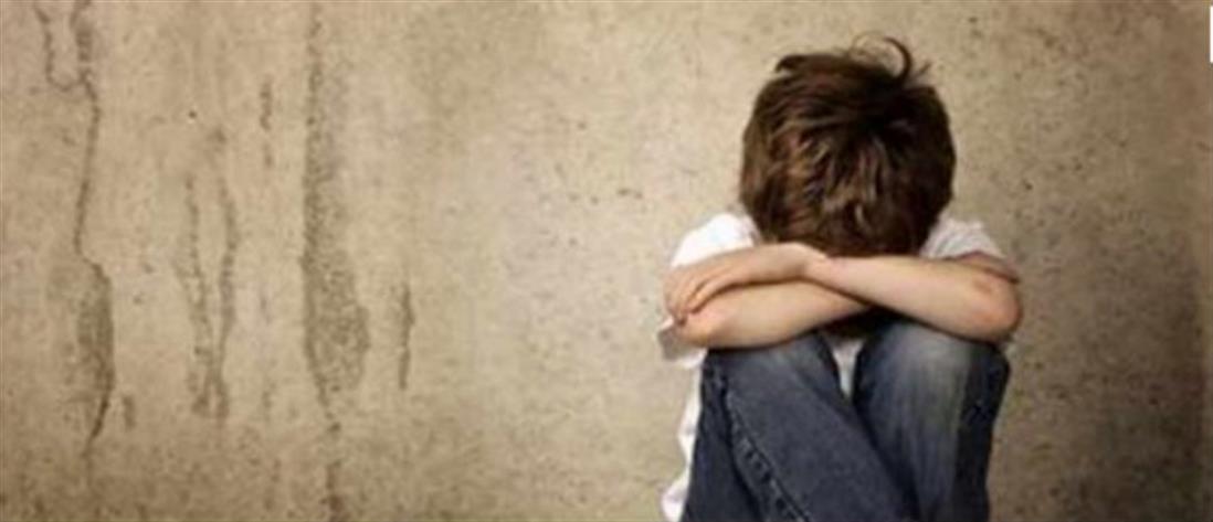 Καταδικάστηκε ο γιατρός που κακοποιούσε τον γιο της συζύγου του