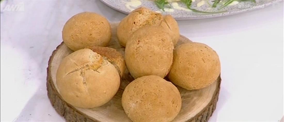 Συνταγή για εύκολα ψωμάκια από τον Πέτρο Συρίγο