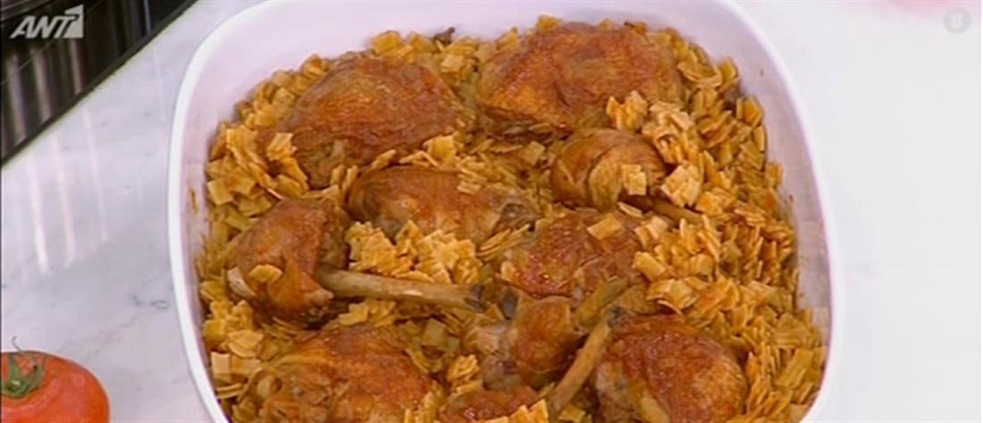 Συνταγή για κοκκινιστό κοτόπουλο με πετιμέζι και χυλοπίτες από τον Πέτρο Συρίγο